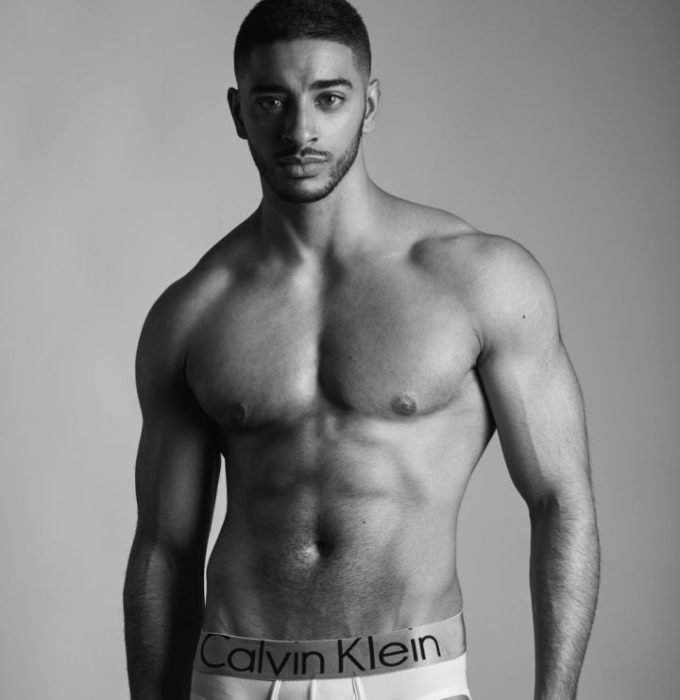 Laith Ashley De La Cruz modelando para Calvin Klein