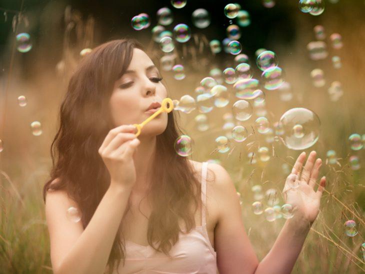 chica con burbujas
