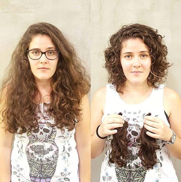 Cambio de look de chica con el cabello largo y chino