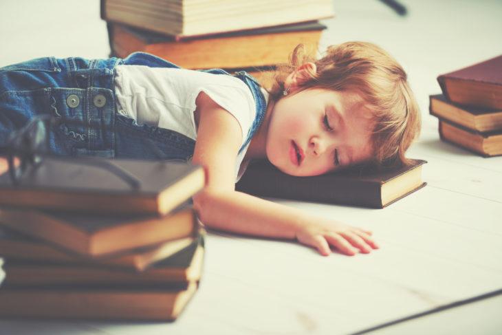 niñas descansando
