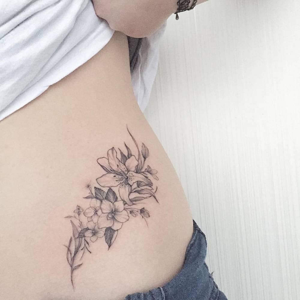 15 ideas y dise os de tatuajes para la cadera de las mujeres for De piccoli design srl