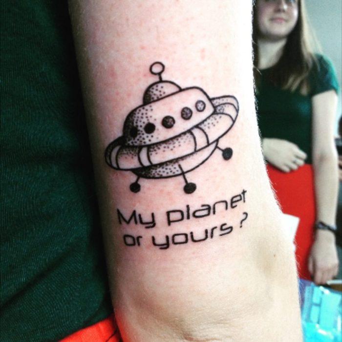 Tatuaje espacial planeta