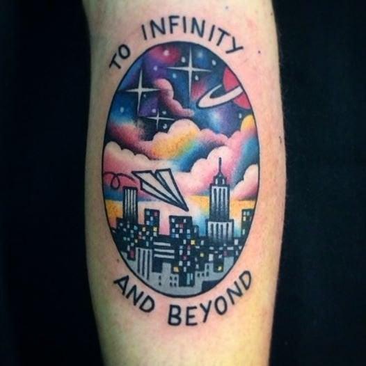 Tatuaje al infinito y más allá