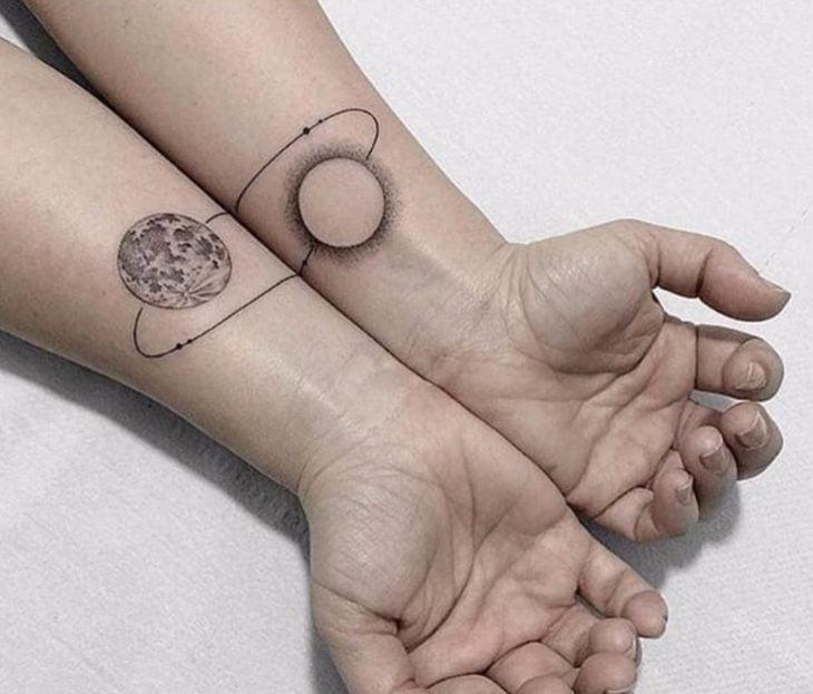 Tatuaje sol y tierra