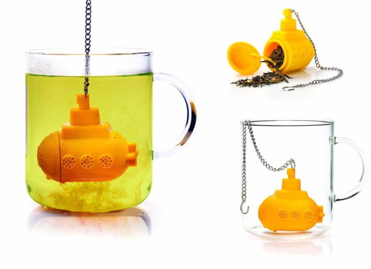 Infusor de té de submarino amarillo.