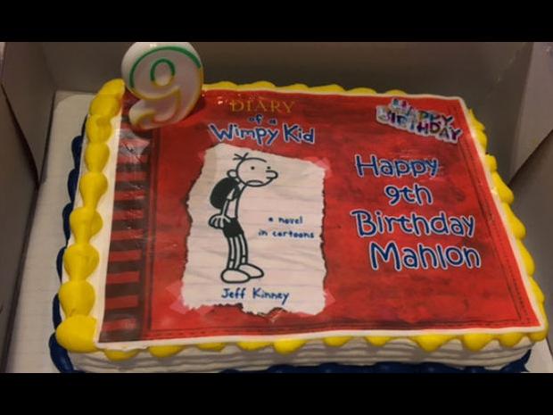 El pastel de cumpleaños del pequeño.