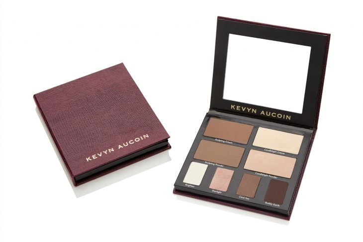 Palette to define the contours of your face.
