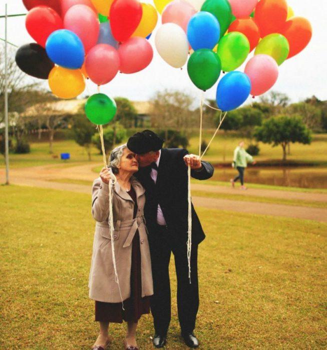 ay-amor-festejaron-su-aniversario-al-estilo-de-la-pelicula-up-9