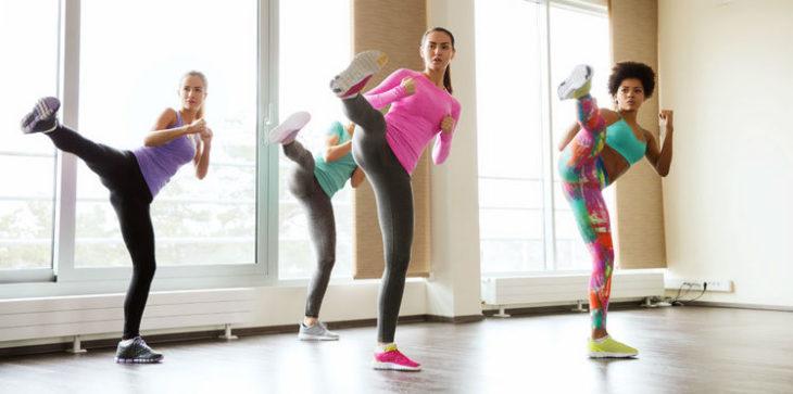 grupo de amigas haciendo ejercicio