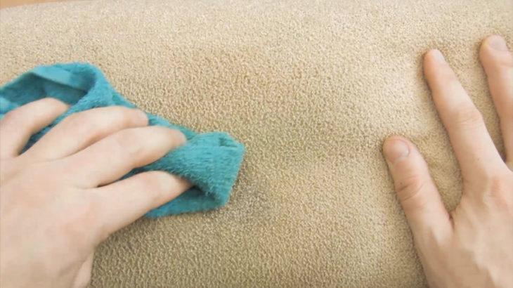 Limpieza de manchas en la alfombra con cerveza