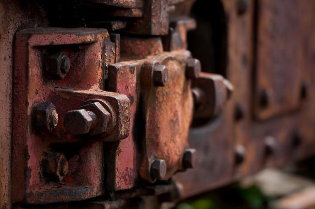 Tornillos viejos y oxidados