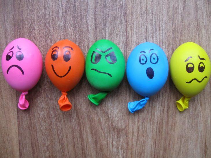 globos con emociones pintadas