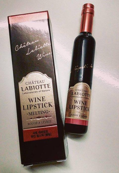 pequeña botella de vino en caja
