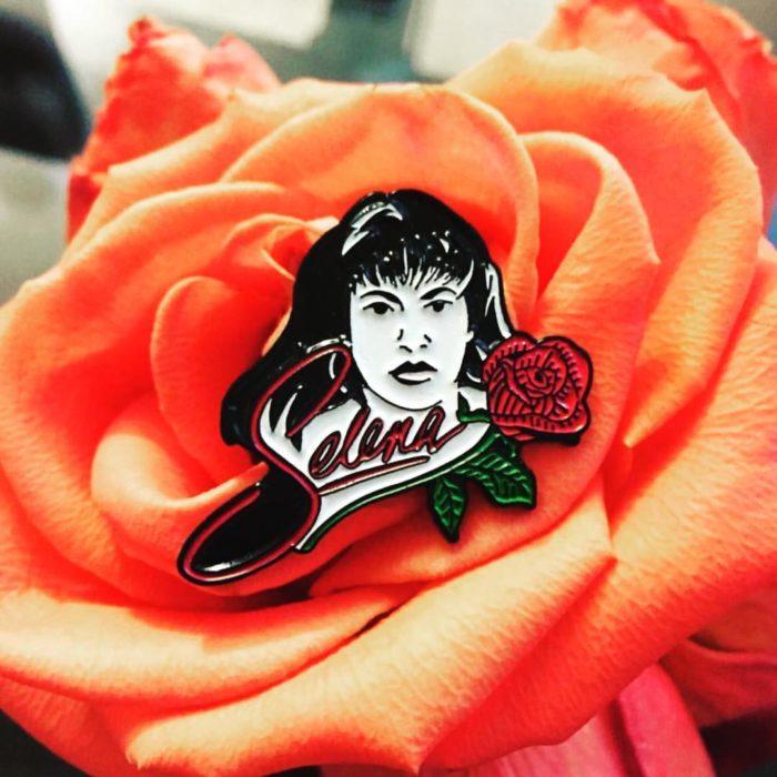 pin de selena en una rosa