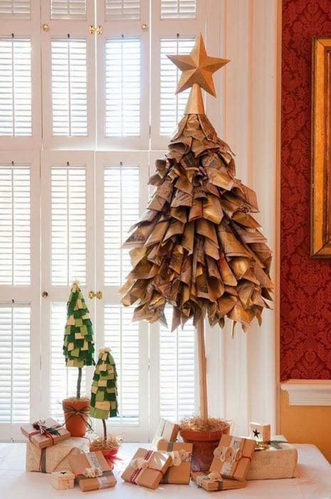 árbol que puedes hacer en 15 minutos con papel periódico