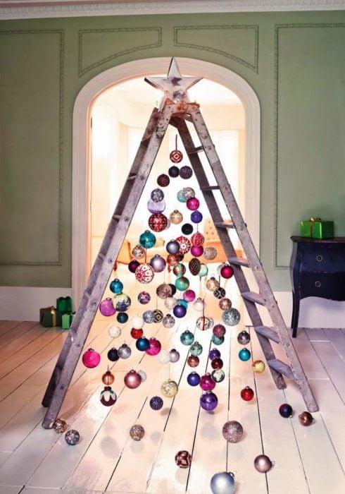 árbol que puedes hacer en 15 minutos con una escalera