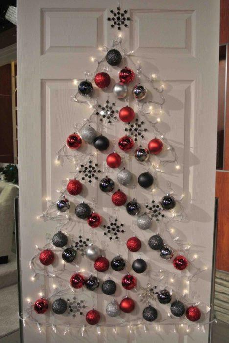 árbol que puedes hacer en 15 minutos con esferas