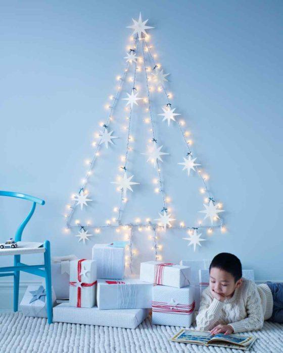 árbol que puedes hacer en 15 minutos con unas cuantas series de luces