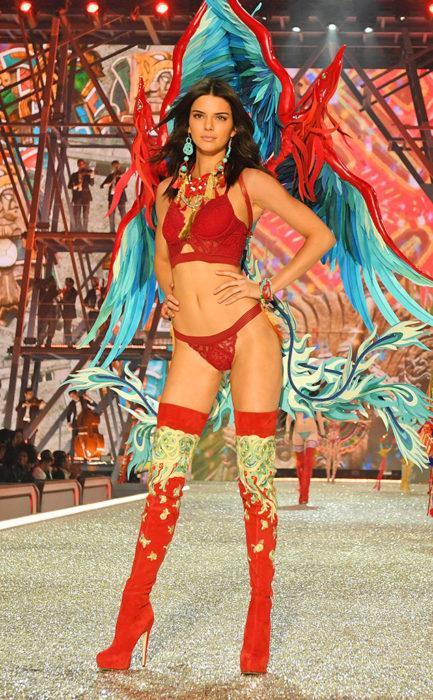 Kendall Jenner en la pasarela de Victoria Secret