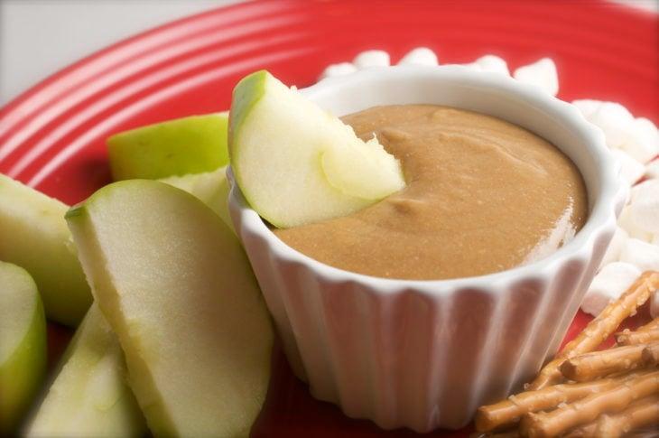 manzana con crema de cacahuate