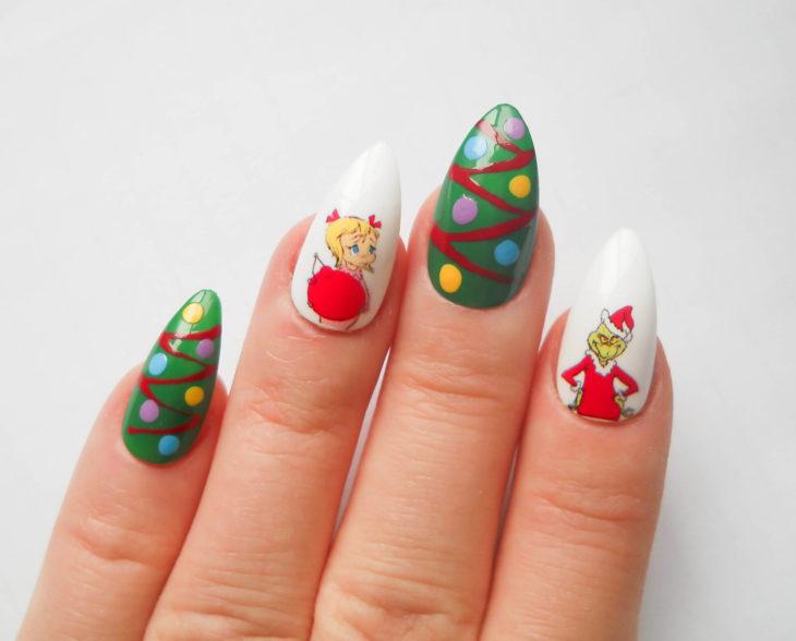 Decoración de uñas navideñas con personajes de películas