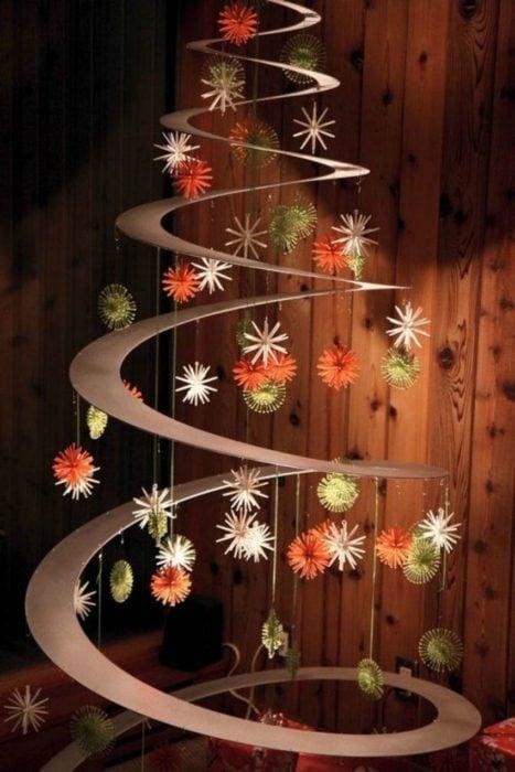 árbol que puedes hacer en 15 minutos con ciruculos de cartón y esferas