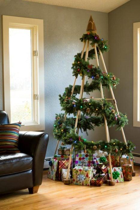 árbol que puedes hacer en 15 minutos con unos cuantas tablas de madera