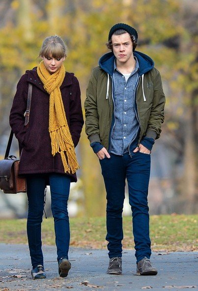 taylor y harry paseando