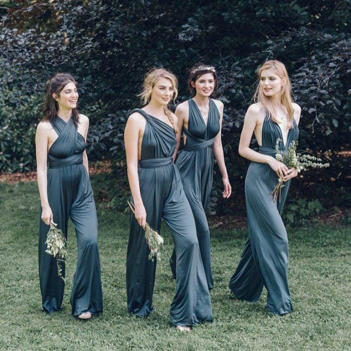 Chicas vestidas como damas de honor en color verde