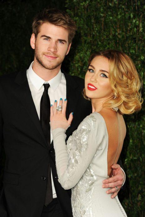5. Miley Cyrus y Liam Hemsworth se comprometen