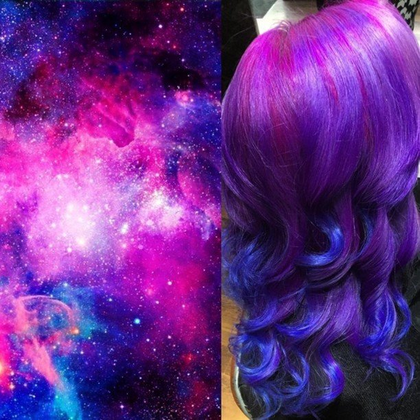Chica con el cabello en tonos cosmicos