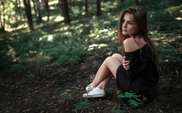 chica en la naturaleza