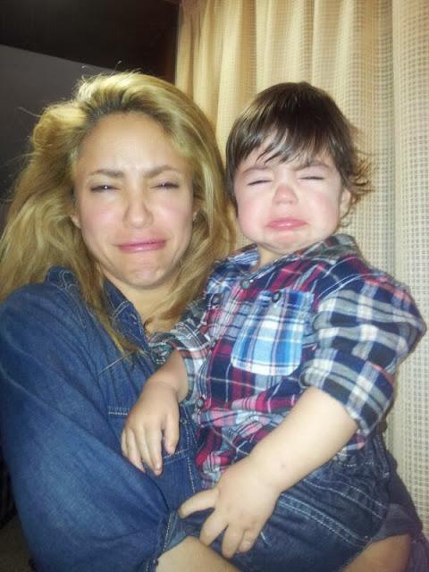 shakira y su hijo haciendo pucheros
