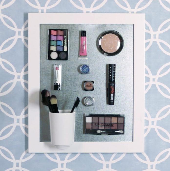 espejo de imán con maquillaje