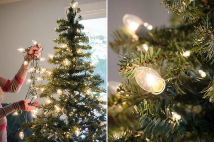 árbol de navidad con serie de luces navideñas