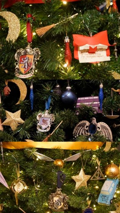 Árbol de navidad decorado con recuerdos de Harry Potter