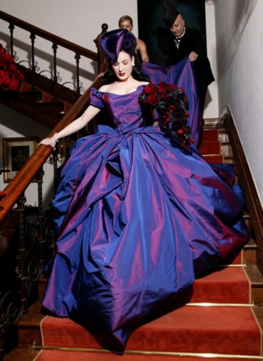 20 mujeres famosas con vestidos diferentes para su boda
