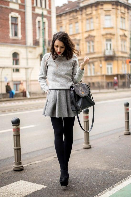 Vestido gris con mallas negras