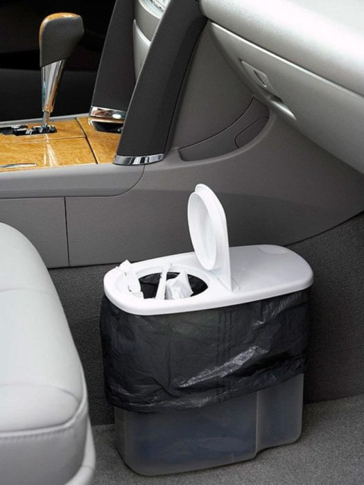 bote de basura en coche