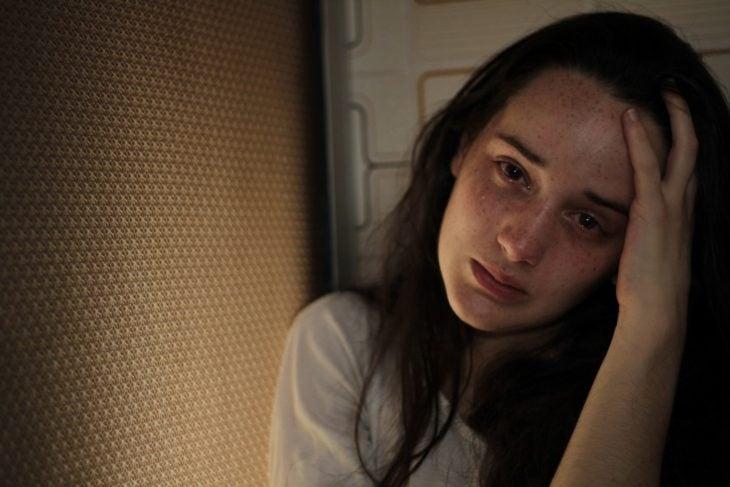 Chica triste llorando