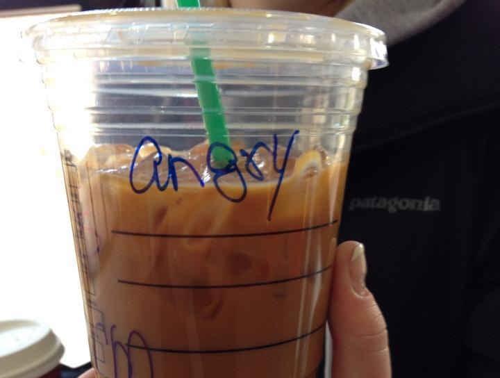 Vaso de Starbucks con el nombre de Ingrid mal escrito