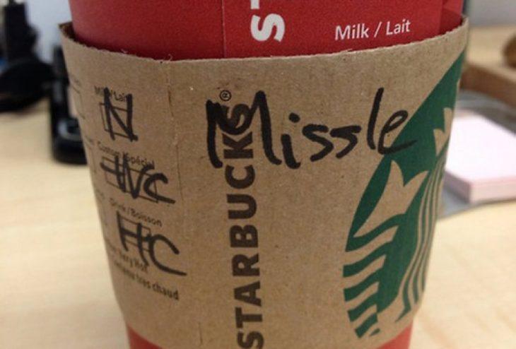 Vaso de Starbucks con el nombre de Michelle mal escrito
