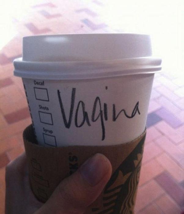 Vaso de Starbucks con el nombre de Virginia mal escrito