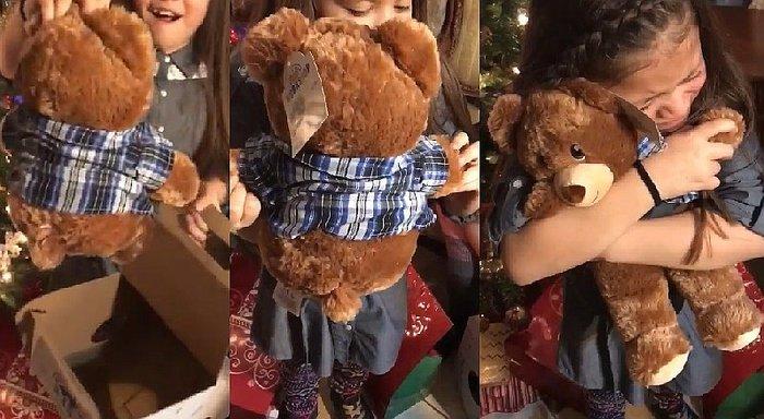 niñas con sus regalos de navidad