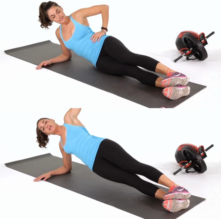 mujer sentada haciendo ejercicio de plancha de lado