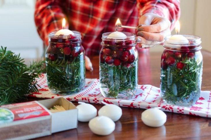 jarras manson con decoraciones y velas