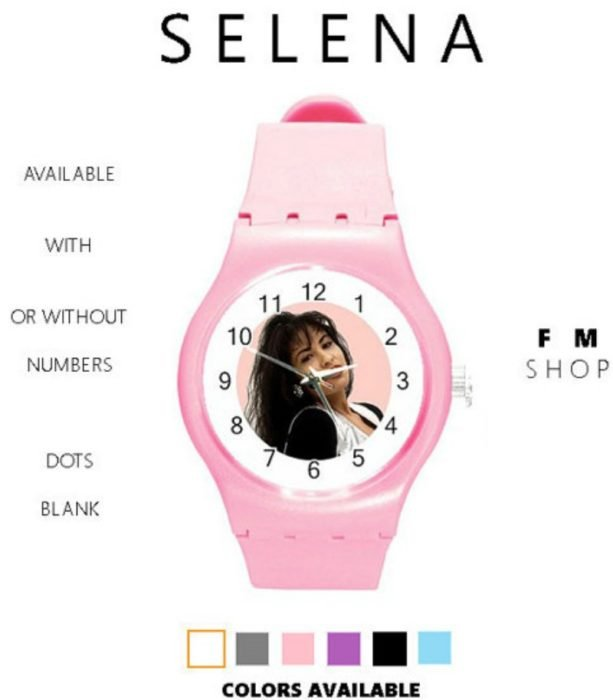 reloj rosa con cara de selena