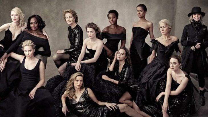 mujeres vestidas de negro