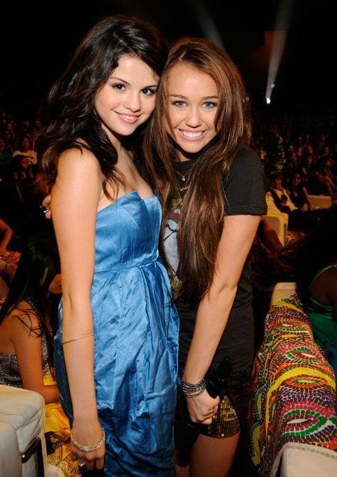 Selena Gomez y Miley Cyrus