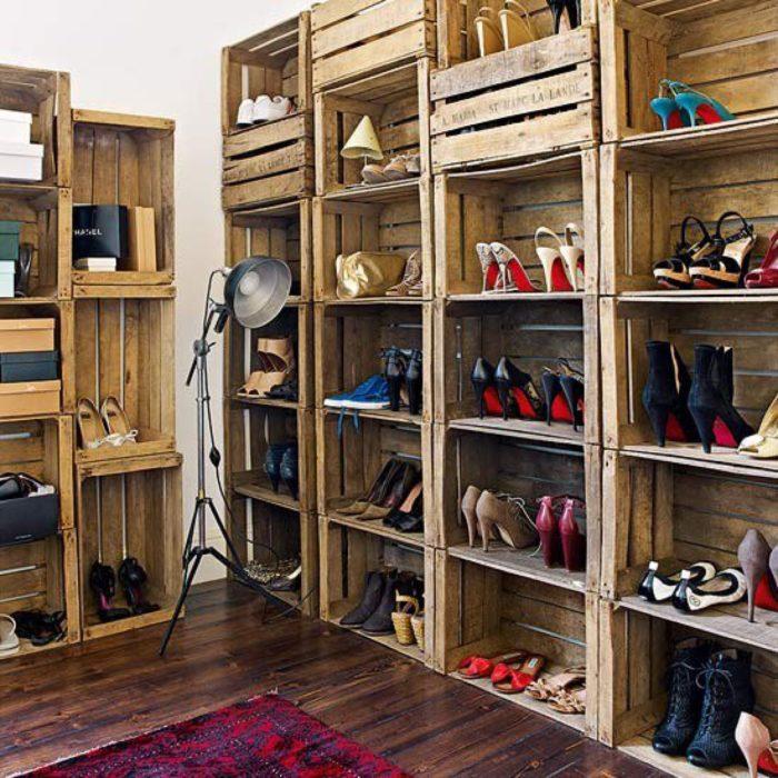armario con ropa y rejas de cadera